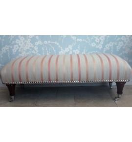 Une Qualité Long Repose-pieds En Laura Ashley Luxford Corail Tissu